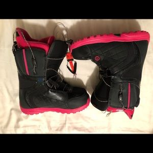 snowboarding boots-BRAND NEW NEVER WORN